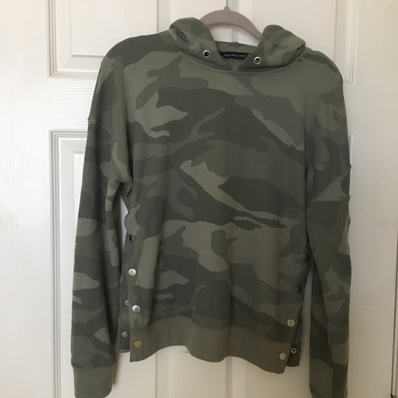 bf9feb4a167 Abercrombie & Fitch Tops - ⚠️Donating Soon⚠ Abercrombie & Fitch camo hoodie